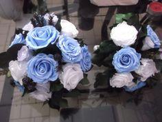 Ramo de novia eterno con rosas azules  Ramo de novia hecho con rosas eternas liofilizadas, puedes elegir el color y la forma del ramo de novia que prefieras, te lo enviamos a domicilio si quieres, tienes mas ejemplos en www.graficflower.com