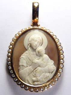 AMAZING-ANTIQUE-ITALIAN-14K-GOLD-PEARL-NATURAL-SHELL-CAMEO-PENDANT-JESUS-MARY