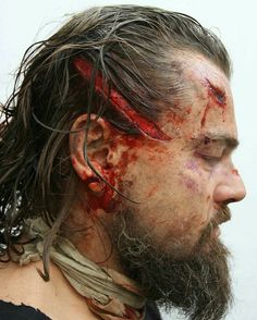 Repsot from artist Duncan Jarman ( -- DiCaprio's post bear attack look from The Revenant. Makeup by Sian Grigg and Duncan Jarman… Special Makeup, Special Effects Makeup, Back Workout Routine, Hugh Glass, Viernes Friday, Por Tras Das Cameras, Bear Attack, Basic Workout, The Revenant