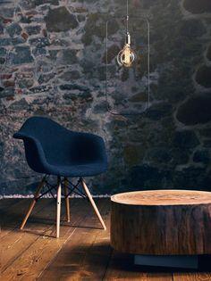 Die the loft –Hängeleuchte no_03 ist ein minimalistisches Stilelement im Raum, das durch sein rahmendes Schwarzdrahtgestell eine dezente Körperlichkeit erhält. Sie ist mit einem Drahtgestell in Rechteck- oder Kreisform erhältlich. The Loft, Eames, Design Inspiration, Chair, Furniture, Home Decor, Circle Shape, Urban Design, Minimalist
