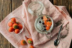 Fancy a foolproof chia pudding formula to bookmark? This Vanilla Chia Seed Pudding recipe is just for you. Vanilla Chia Seed Pudding Recipe, Chia Pudding, Easy Meal Prep, Easy Meals, Healthy Snacks, Healthy Recipes, Post Workout Snacks, Chia Seeds, 2017 Challenge
