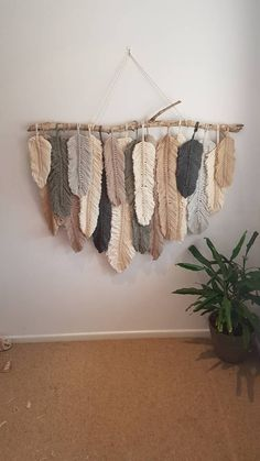 Feather wall macrame hanging 2019 This gorgeous feather wall hanging is definitely a statement piece to any home. Can be custom made to any size or colour The post Feather wall macrame hanging 2019 appeared first on Yarn ideas. Diy Macrame Wall Hanging, Macrame Art, Macrame Projects, Macrame Knots, Diy Projects, Macrame Mirror, Macrame Curtain, How To Macrame, Weaving Wall Hanging