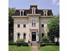 Wow! Check out this classic architecture at Franklin West Apartments!