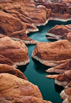 Lake Powell, USA  |  Lake Powell is a reservoir on the Colorado River, straddling the border between Utah and Arizona (most of it, along with Rainbow Bridge, is in Utah).