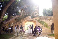 Deux Belettes, Dalwood, NSW via Wedding Ideas Australia.com.au. Photography: Nat McConas