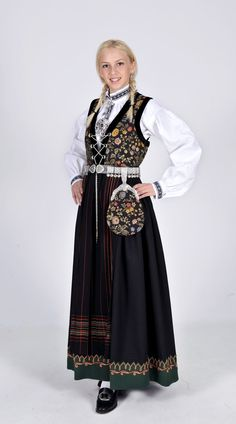 Sognebunad - Ny, sydd til dine mål Costumes Around The World, Medieval Dress, Belly Dancers, Folk Costume, Beautiful Outfits, Beautiful Clothes, Traditional Dresses, Norway, Lady