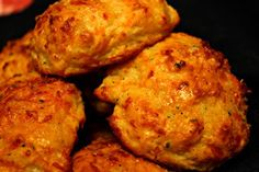 Sweet Tea and Cornbread: Garlic Cheddar Biscuits! (sorry about the ref to PD!)