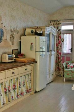 Shabby Chic Country Style - love the floral curtains. For If I ever have an older house! | Kitchen t | Shabby Country Style and Shabby chic