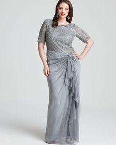 Tadashi Shoji plus size evening dress | More here: http://mylusciouslife.com/where-to-buy-tadashi-shoji-plus-size-dresses/