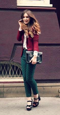 Burgundy blazer or cardigan, white top, black belt, hunter green pants, black heels Teal Pants Outfit, Outfits Leggins, Teal Outfits, Burgundy Outfit, Moda Outfits, Red Blazer, Blazer Outfits, Cute Outfits, Green Blouse Outfit