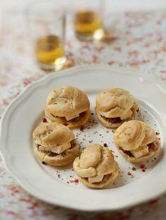 Profiteroles de foie gras et sa compotée de figues au Montbazillac : Recette de Profiteroles de foie gras et sa compotée de figues au Montbazillac - Marmiton