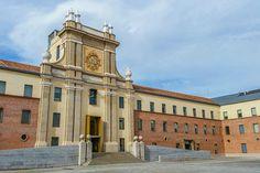 La fachada del cuartel del Conde Duque, hoy centro cultural