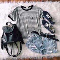 Pin by berlynn gubler on my style pakaian Tumblr Fashion, Fashion Mode, Grunge Fashion, Teen Fashion, Fashion Outfits, Latest Fashion, Fashion Trends, Tumblr Outfits, Grunge Outfits