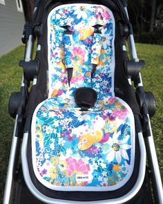 This is the standard size Vintage Floral Blue pram liner in the @babyjogger City Select! Check out our information page on the website for a list of compatible prams (we also have a small size liner for smaller rides) or feel free to message me if you aren't sure on sizing www.chuckandtaz.com