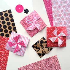 Traditional Japanese 'pinwheel tato' one sheet origami envelope - get instructions via the blog. Also get the cute Valentines' red/pink origami paper - free download, of course.