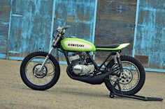 Kawasaki S1 Street Tracker - Photos by Aaron Pierson - Peace And Wheelies #motorcycles #streettracker #motos | caferacerpasion.com