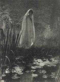 Apparition, 1900, by Constant Puyo.