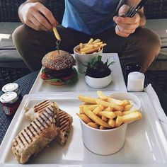 Il ne fera jamais trop chaud pour un  et un  ! #food #pornfood #burger #taco #fries #eating #novotelrestaurant #abudhabi Hotels-live.com via https://www.instagram.com/p/BFjvy24lknV/ #Flickr