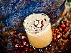 Nötter är fantastiska små energipaket och funkar jättebra i smoothies. Eftersom de är den mest energirika vegetabiliska födan, var de oumbärliga för stenåldersmänniskan. Receptet är hämtat från boken Sannas smoothies.