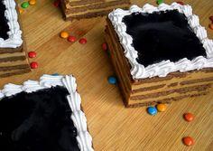 Choco-torta! Choco-torta! Choco-torta un martes! suena casi indecente! Un clásico para nosotros los argentinos, chocolinas y dulce de leche,...