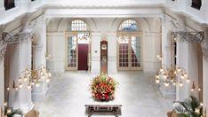 World's 10 Best Luxury Hotel Lobby Designs | www.bocadolobo.com #bocadolobo #luxuryfurniture #exclusivedesign #interiodesign #designideas #hotel #lobby FOUR SEASONS, FOUR SEASONS HOTEL, FOUR SEASONS TORONTO, HOTEL DESIGN, HOTEL INTERIOR DESIGN, HOTEL LOBBY, HOTEL LOBBY DESIGNS, LOBBY, LOBBY DESIGNS, LUXURY HOTEL, MANDARIN ORIENTAL, MANDARIN ORIENTAL BARCELONA, PHILIPPE STARCK, RAFFLES SINGAPORE, STUDIO M HOTEL SINGAPORE