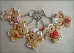 Bellon Polymer Clay Christmas, Cute Polymer Clay, Polymer Clay Miniatures, Fimo Clay, Polymer Clay Projects, Polymer Clay Charms, Clay Mugs, Christmas Crafts, Christmas Ornaments