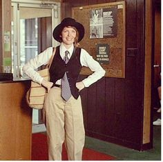 Annie Hall Diane Keaton.------- After Diane Keaton appeared in Annie Hall, women in the 70s were influenced to wear men's hats, ties, and baggy trousers.- km