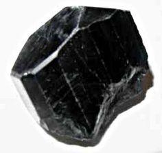 Cristauxnoirs, argent et gris  Les cristaux noirs sont extrêmement protecteurs en piégeant les énergies négatives pour les transmuter. Excellents détoxifiants. Beaucoup de cristaux gris argenté sont métalliques. La tradition considérait qu'ils possédaient des propriétés alchimiques de transmutations et d'invisibilité. Les cristaux noirs et gris sont associés à la planète Saturne, alors que les cristaux de couleur argent sont associés à la Lune et à la planète Mercure.