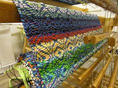 Olen viettänyt kolmena päivänä lähes 20 tuntia mattopuiden ääressä. Viimeiset puoli metriä olivat melko tuskallisia. Hartiat, kädet ja niska... Recycled Fabric, Scandinavian Style, Woven Rug, Loom, Pattern Design, Recycling, Weaving, Textiles, Blanket