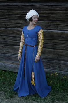 This post is about my work with c dresses for the Golden Egg challenge I do in the SCA, and it will be something like an overview on dresses. If you want pattern outlays and sewing tutorials, … 15th Century Dress, 15th Century Fashion, 15th Century Clothing, Medieval Fashion, Medieval Clothing, Steampunk Clothing, Steampunk Fashion, Under Dress, Dress Up