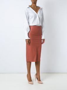 Saia lápis de couro - Saia lápis de couro laranja, Giuliana Romanno. Possui cintura alta, fenda lateral, fechamento por zíper com sentido duplo e comprimento midi.