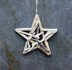 Creative Co-Op Natural Lodge Collection Round Driftwood Star Ornament Product Features Driftwood Approximately For Decorative Use Only Price is for one only Great addition to your holiday decor! Driftwood Beach, Beach Wood, Driftwood Art, Driftwood Lodge, Driftwood Christmas Tree, Ocean Home Decor, Driftwood Projects, Driftwood Ideas, Christmas Crafts
