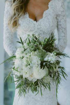 White and sage green bridal bouquet | Image by Amber Gress