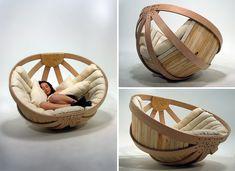通常ゆりかごは、幼児をあやすための家具。 幼児が快適な時間を過ごすための道具の1つですが、今回ご紹介するのはなんと「大人のためのゆりかご」です。 気持ち良さそう… 大...