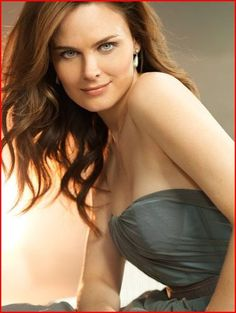"Emily Deschanel (Dr. Temperance ""Bones"" Brennan in Bones)"