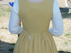 kirtle back lacing by authenticthreads, via Flickr