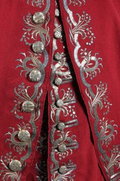 The property of a Scottish nobleman A fine and - by Kerry Taylor Auctions 18th Century Clothing, 18th Century Fashion, Historical Costume, Historical Clothing, Zardozi Embroidery, 18th Century Costume, Passementerie, Embroidered Clothes, Gold Work