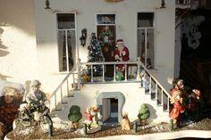 Ons zelfgemaakt poppenhuis in kerstsfeer