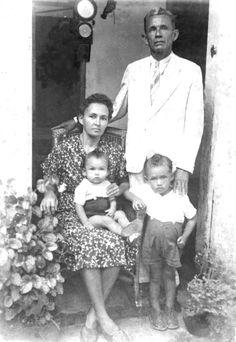 Pedro Kettle com a esposa Nair e os filhos Rubens e Roberto.