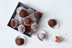 Looking for the perfect Christmas gift? Try these delicious chocolate truffles made with a hint of Baileys. Xmas Food, Christmas Cooking, Christmas Desserts, Christmas Treats, Christmas Recipes, Christmas Goodies, Christmas Stuff, Chocolate Sprinkles, Chocolate Truffles