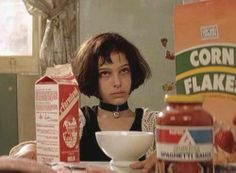 Natalie Portman Mathilda - Leon: The Professional, Luc Besson, 1994 Movies And Series, Movies And Tv Shows, Leon The Professional, Mathilda Lando, Film Mythique, Luc Besson, Jean Reno, Film Inspiration, Film Music Books