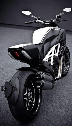Ducati Diavel,The white and black