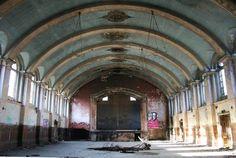 La magie des lieux abandonnés - Edition du soir Ouest France - 08/09/2016 La grande salle de l'ancien hôpital psychiatrique de Hellingly, en Grande-Bretagne. (Photo : Tuna-Baron)