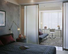 Фотография:  в стиле , Спальня, Планировки, Советы, как зонировать комнату, зонирование однушки, приемы зонирования – фото на InMyRoom.ru