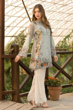Latest cloth collection in 2020 Stylish Dress Designs, Stylish Dresses For Girls, Dress Neck Designs, Casual Dresses, Neckline Designs, Pakistani Fashion Party Wear, Pakistani Outfits, Pakistani Clothing, Simple Pakistani Dresses