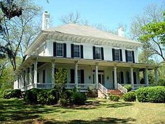 This house is not really sure what it wants to be...Italianate, Greek Revival, Georgian? Either way it's beautiful