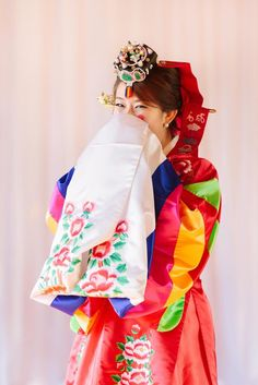 Photos of an emotional wedding and traditional Korean Paebaek ceremony dripping…
