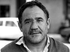Francisco Javier Jiménez Algora. Nació el 7 de diciembre de 1948 en el Observatorio Astronómico de Madrid, donde su padre trabajaba de portero. A los trece años dejó el colegio y entró de botones en una distribuidora de películas, gracias a la vocación que le despertó.