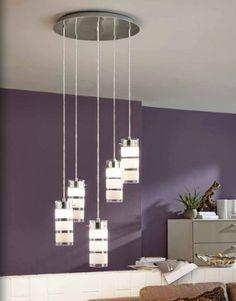 A iluminação é de extrema importância em qualquer casa. Por isso, temos uma extensa variedade de possibilidades. Venha até cá ver os nossos catálogos e estruturar a luz do seu espaço.