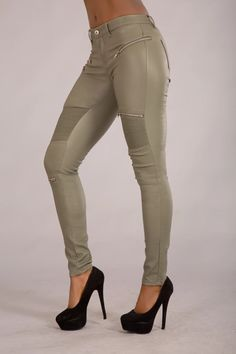 Lorene Leather Look Military Jeans With Zips – Lusty Chic Leather Look Jeans, Color Khaki, Skinny Fit Jeans, Jeans Style, Look Fashion, Sexy Outfits, Khaki Pants, Trousers, Military
